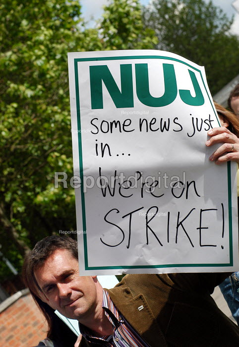 BBC workers at White City join the NUJ Bectu & Amicus joint unions picket line on the first day of strike action at the BBC against cuts in jobs - Stefano Cagnoni - 2005-05-23