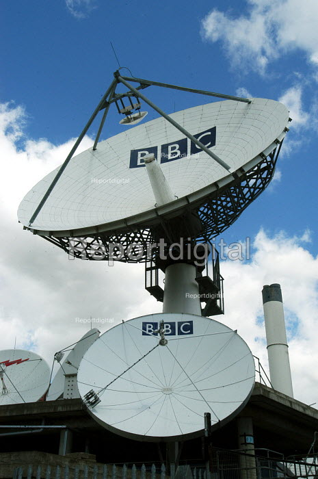 BBC satellite dishes at Television Centre West London - Stefano Cagnoni - 2005-05-23