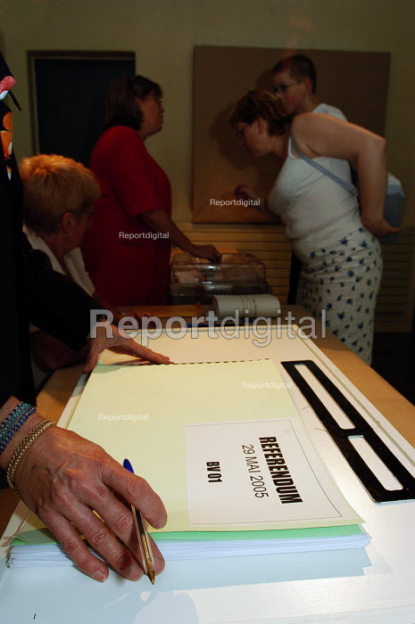 French voter casts her ballot in the town hall polling station of Le Blanc Mesnil, a northern suburb of Paris, in the national referendum on the European Constitution. The final outcome by a clear majority was Non. - Stefano Cagnoni - 2005-05-29
