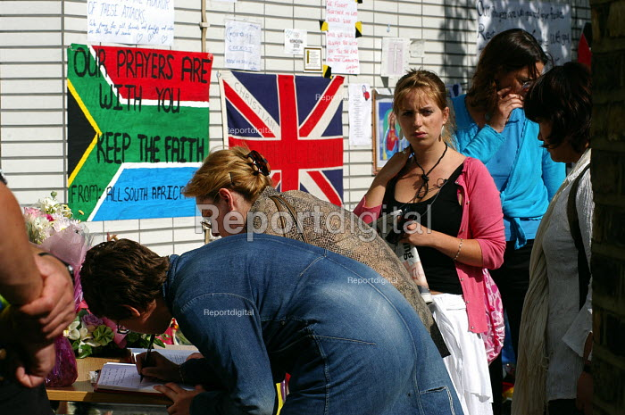 Visitors queue up to sign a book of condolences at a makeshift shrine outside King's Cross Station, one of the sites of the terrorist attacks which caused death and injury to many Londoners - Stefano Cagnoni - 2005-07-12