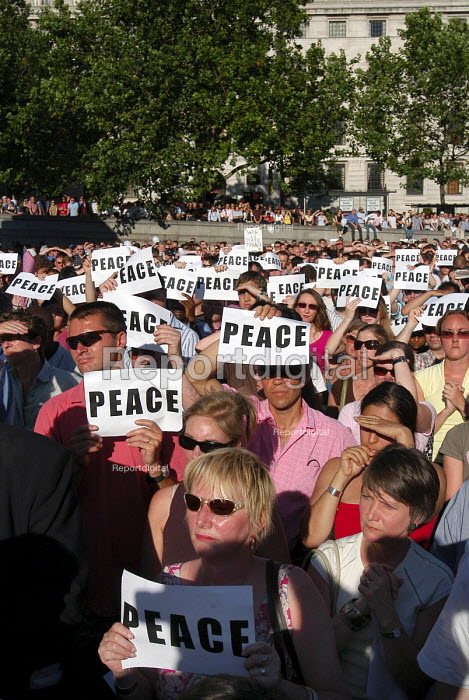 London United peaceful vigil at Trafalgar Square one week on from the terrorist bombings - Stefano Cagnoni - 2005-07-14