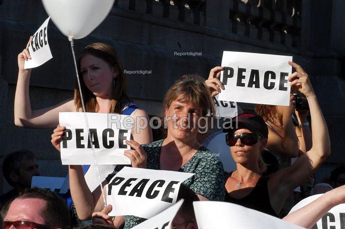 London United peaceful vigil at Trafalgar Square one week on from the terrorist bombings - Stefano Cagnoni - 2005-07-14