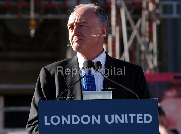 Mayor Ken Livingstone addresses the London United peaceful vigil at Trafalgar Square held one week on from the terrorist bombings - Stefano Cagnoni - 2005-07-14