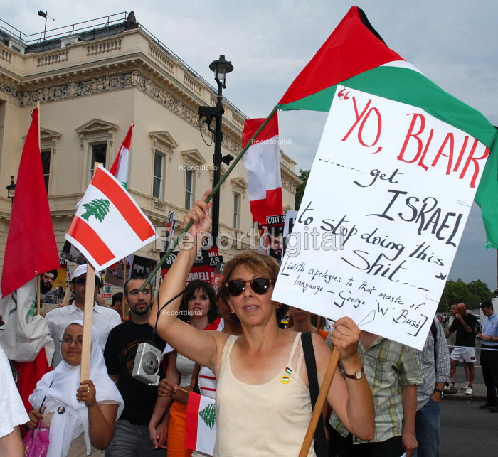 Demonstration in London called to protest against disproportionate Israeli attacks on Lebanon as a response to the kidnap of 2 Israeli soldiers by Hezbollah - Stefano Cagnoni - 2006-07-22
