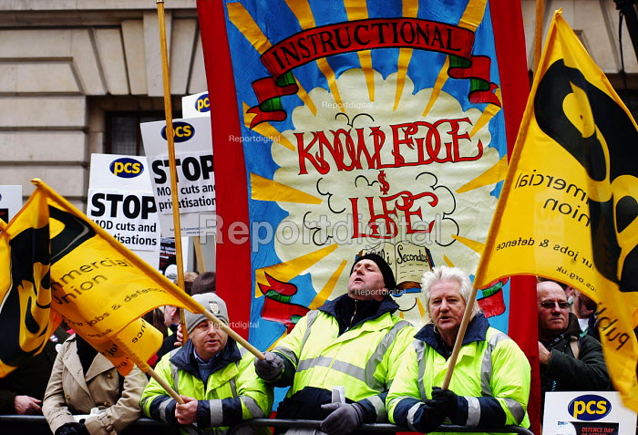Joint unions demonstration opposite the Ministry of Defence building in Whitehall against planned job cuts and privatisation within the MoD - Stefano Cagnoni - 2006-01-25