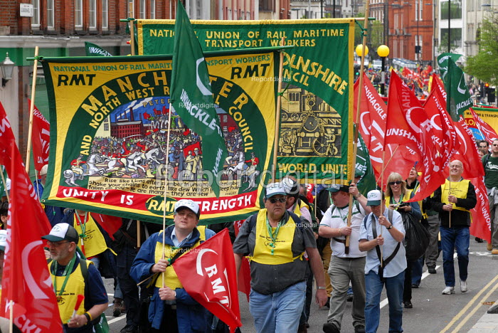 RMT members join the TUC May day march through central London. - Stefano Cagnoni - 2006-05-01