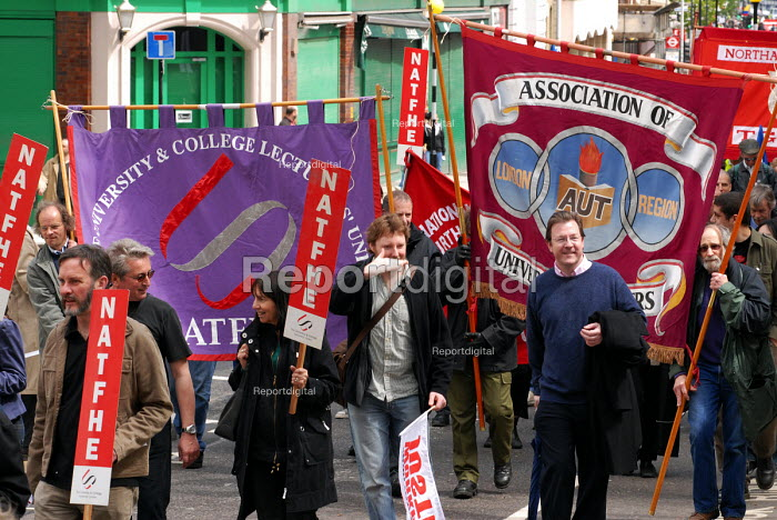 NATFHE & AUT members join the TUC May Day march through central London for the first time as a new union. - Stefano Cagnoni - 2006-05-01