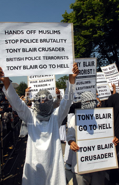 British Muslims protesting opposite Forest Gate Police Station against their perceived sense of persecution following recent police raids on a muslim home allegedly in search of chemical weapons as part of the states anti-terrorist strategy - Stefano Cagnoni - 2006-06-09