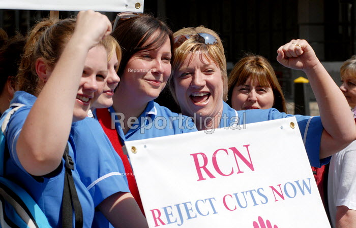 NHS workers protest against health service job cuts. - Stefano Cagnoni - 2006-05-11