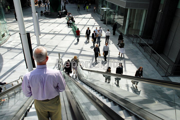New office and retail complex near to Victoria Station. - Stefano Cagnoni - 2006-05-11
