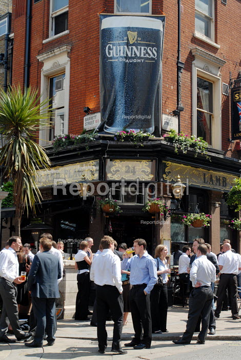 Office and retail staff enjoying a lunchtime drink in the spring sunshine at the Lamb and Flag pub just off Oxford Street - Stefano Cagnoni - 2006-05-11