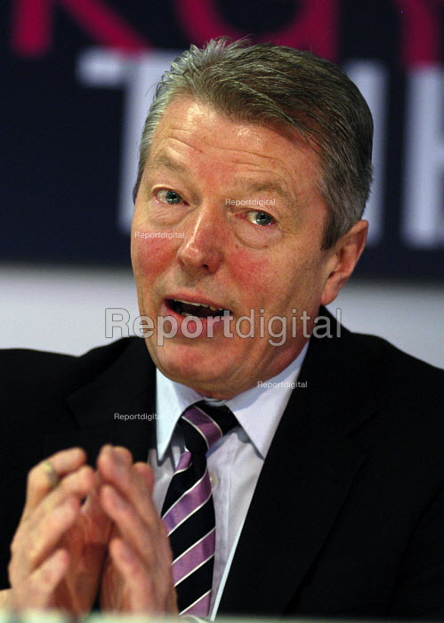 Alan Johnson MP speaking at a TUC/CBI conference on a sustainable energy policy for the UK - Stefano Cagnoni - 2006-02-28