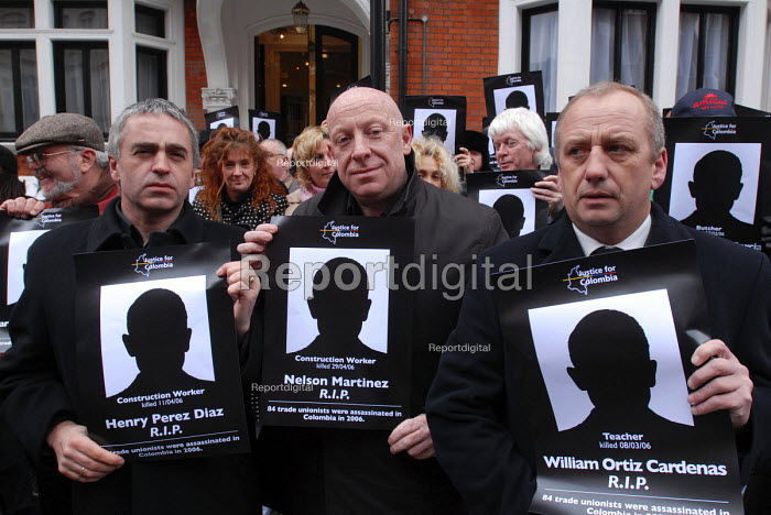 UCAAT members join other British union members picketing the Columbian Embassy in protest at the deaths of 84 Columbian trade union members in 2006 - Stefano Cagnoni - 2007-03-20