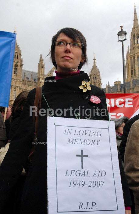 Lawyers demonstrate outside Parliament against reforms to the legal aid system, which they claim will harm the judicial interests of the poorest in society. - Stefano Cagnoni - 2007-03-19
