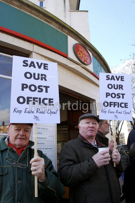 In a campaign by the Liberal Democrats, local residents protest against the threatened closure of their sub-post office branch in Islington, which they believe would result in a reduction to their local community services. - Stefano Cagnoni - 2008-03-03