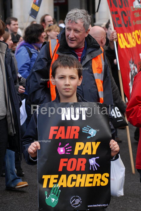 NUT march through London in support of their pay claim which led to them staging their first national strike in more than 20 years - Stefano Cagnoni - 2008-04-24