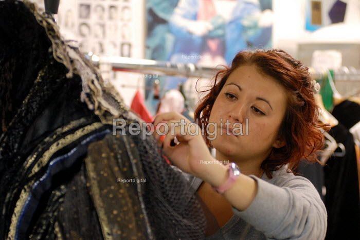 Women at work in the Costume department at Covent Garden's Royal Opera House - Stefano Cagnoni - 2008-06-23
