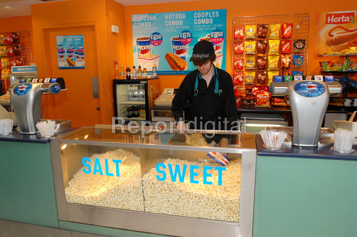 Worker behind the kiosk at the Odeon Cinema in London's Leicester Square - Stefano Cagnoni - 2008-06-23