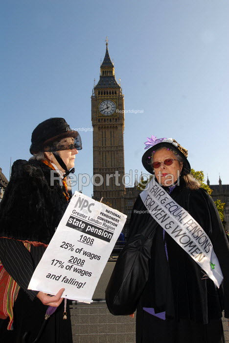 Protest in Parliament Square by pensioners calling for a fair state pension on the 100th anniversary of the introduction of state pensions back in 1908. - Stefano Cagnoni - 2008-10-22
