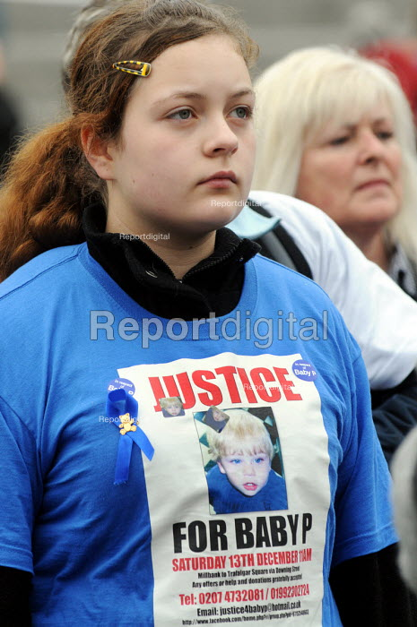 Teenage girl joins protestors calling for harsher sentences against perpetrators of child abuse and greater protection for those children under threat, rally in Trafalgar Square. - Stefano Cagnoni - 2009-04-11