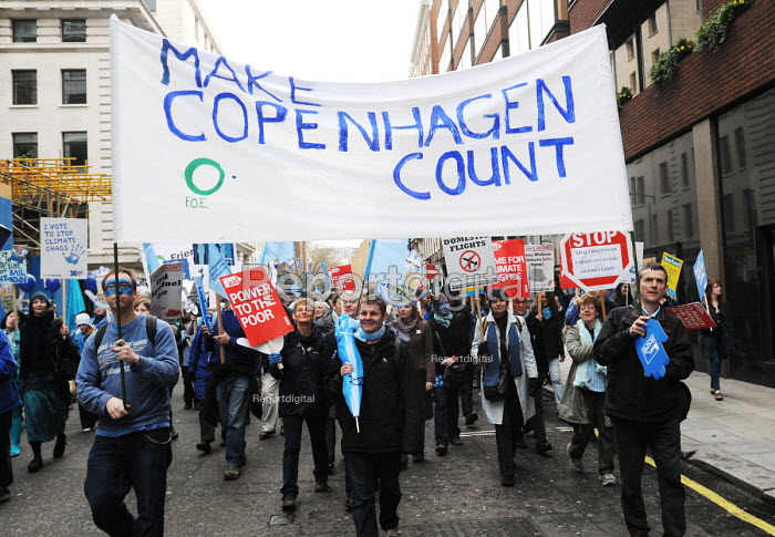 The Wave - the Uk's biggest ever demonstration in support of action on climate change; held just ahead of the UN climate summit in Copenhagen - Stefano Cagnoni - 2009-12-05