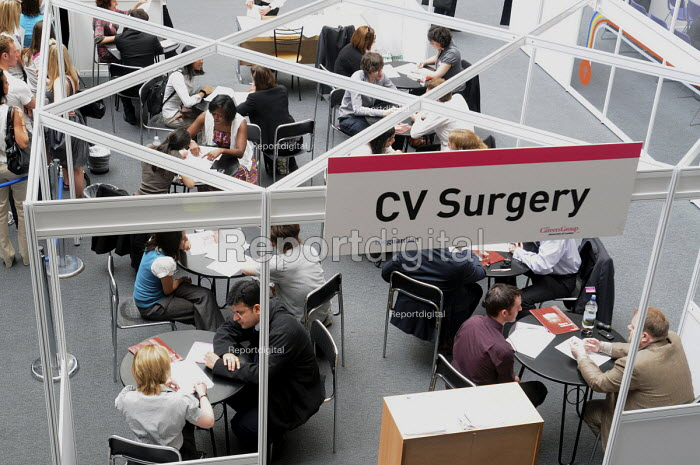 Graduates who have just left University getting advice at a CV surgery at the London Graduate Fair in London where they are seeking employment. - Stefano Cagnoni - 2009-06-16