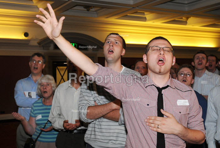 Launch of the Fellowship of Confessing Anglicans, a UK movement opposing liberalism in the Church of England; particularly its stance on the blessing of same-sex unions, the ordination of women and homosexuals as priests. Supporters sing hymns at the launch in Westminster Central Hall - Stefano Cagnoni - 2009-07-06
