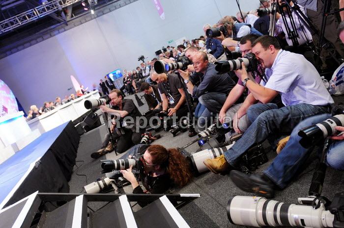 Press photographers working in front of the platform 2009 TUC, Liverpool. - Stefano Cagnoni - 2009-09-15