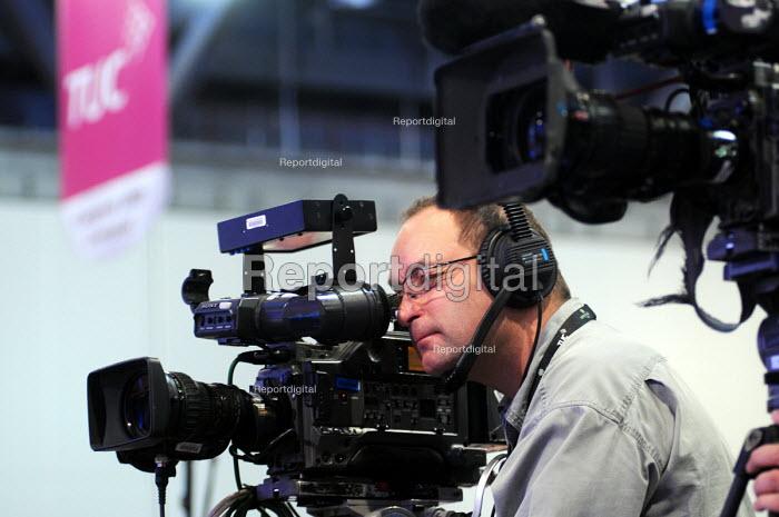 News cameraman filming at the 2009 TUC Liverpool. - Stefano Cagnoni - 2009-09-15