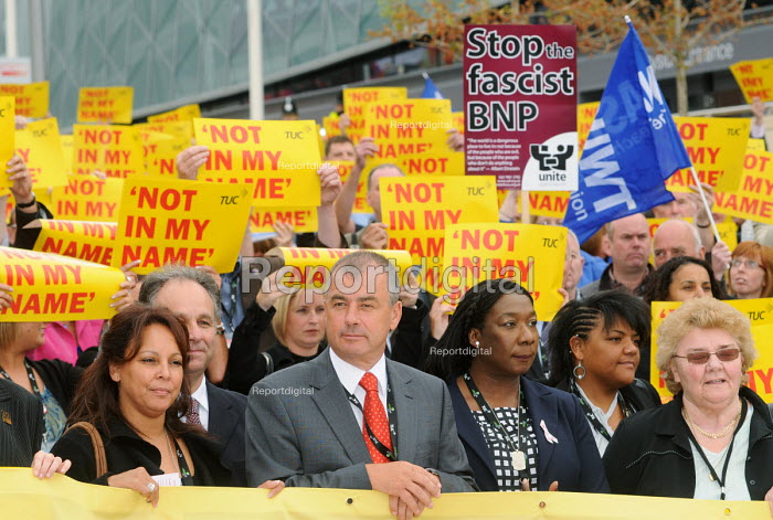 Gee Walker, mother of Anthony Walker murdered in a racist attack, joins Brendan Barber & delegates at the 2009 TUC as they stage a silent vigil against racism & fascism - Stefano Cagnoni - 2009-09-14