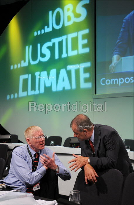 Jonathan Baume of the FDA talking with Brendan Barber at the 2009 TUC in Liverpool - Stefano Cagnoni - 2009-09-15