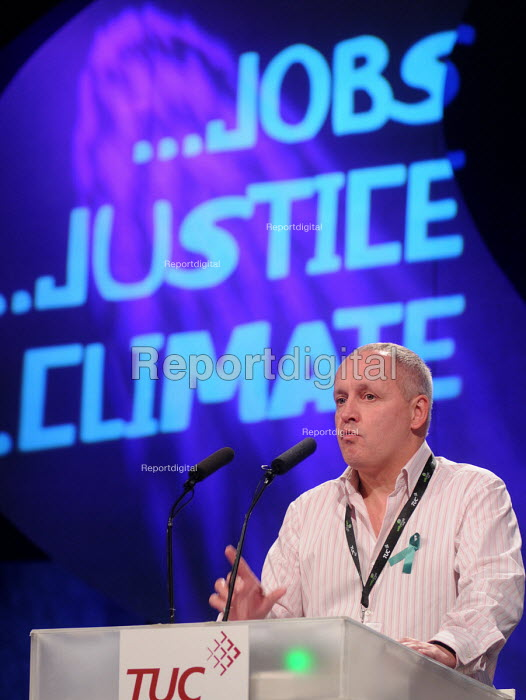 Tony Kearns of the CWU speaking at the 2009 TUC in Liverpool - Stefano Cagnoni - 2009-09-16