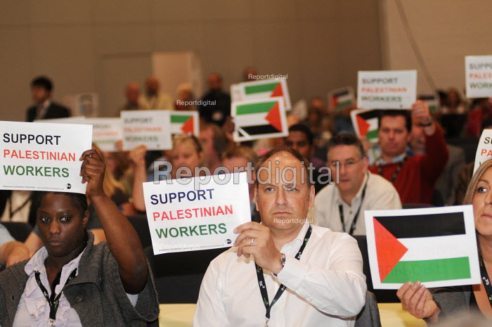 Delegates from the FBU hold up posters in support of Palestinian workers during a debate on a motion calling for a boycott of Israeli goods at the 2009 TUC in Liverpool - Stefano Cagnoni - 2009-09-17
