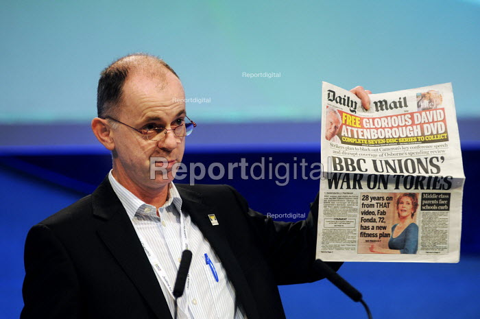 Luke Crawley of BECTU, brandishing a copy of that day's Daily Mail whilst speaking during the debate on BBC pensions at the 2010 Trades Union Congress - Stefano Cagnoni - 2010-09-15