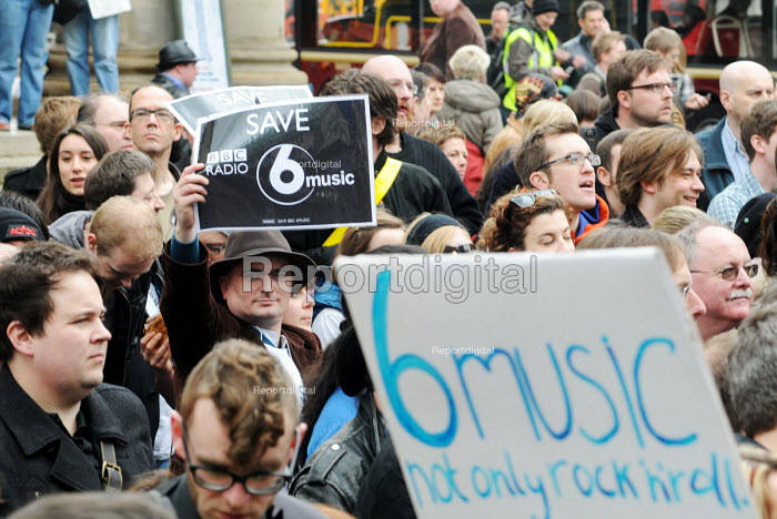 Save BBC 6Music group protest in defence of the station outside Broadcasting House - Stefano Cagnoni - 2010-03-27