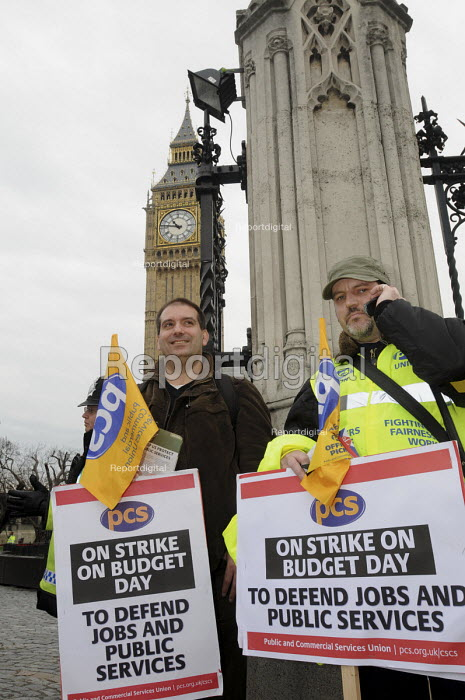 Civil servants on a 1 day strike to protect jobs and public services picket Parliament as they await the arrival of the Chancellor of the Exchequer on Budget Day. - Stefano Cagnoni - 2010-03-24