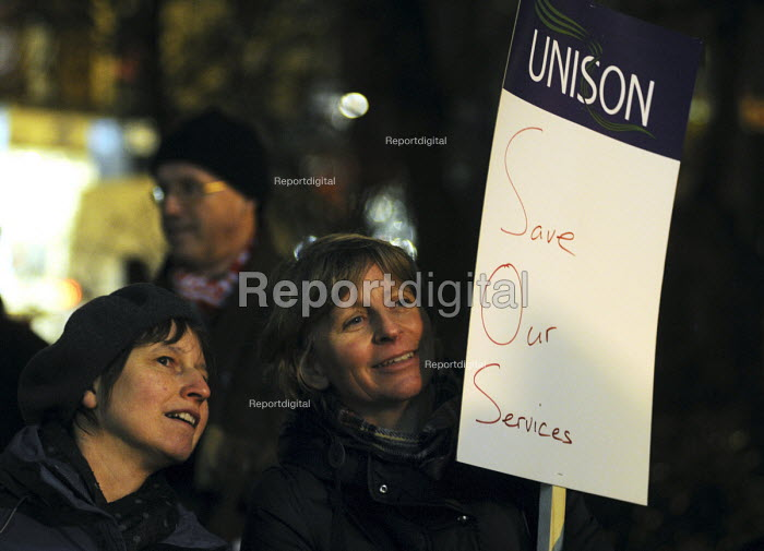 Rally at Islington Town Hall against Government cuts in local council budgets which will severely affect services provided for local communities. - Stefano Cagnoni - 2010-12-14