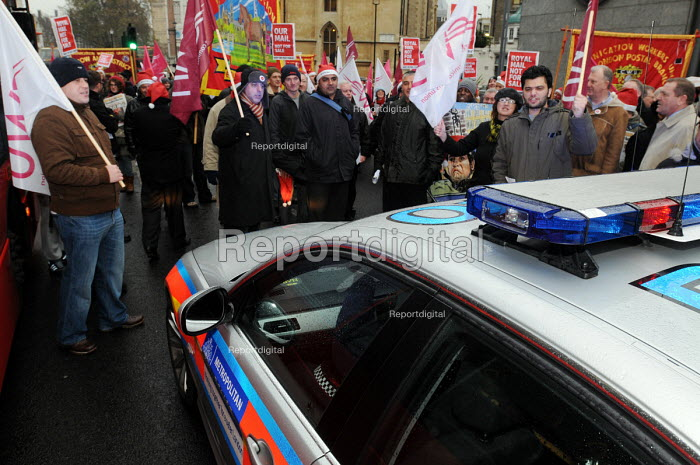 Post office workers blocking the road outside the Department for Business in protest at Government plans to privatise Royal Mail and the Post Office refuse to move when asked to do so by police officers called to the scene - Stefano Cagnoni - 2010-10-23