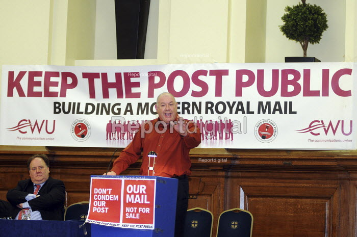 Dave Ward, Deputy General Secretary of the CWU, speaking at a rally protesting against Government plans to privatise the Post Office - Stefano Cagnoni - 2010-10-23