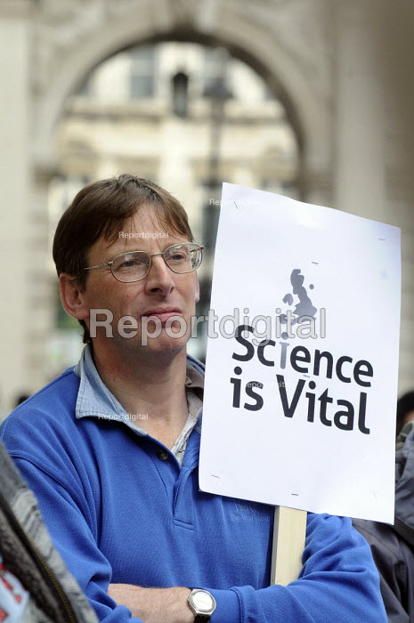 Science is Vital campaign protest outside the Treasury against cuts in Government science and research budget - Stefano Cagnoni - 2010-10-09