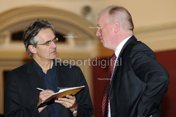 Matt Wrack of the FBU, being interviewed by a press agency reporter - Stefano Cagnoni - 2010-11-17