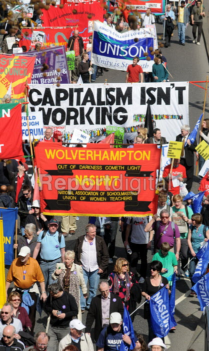 Capitalism isn't working. NASUWT members on the national demonstration in support of the welfare state and continued state investment in public services and against any cuts in provision - Stefano Cagnoni - 2010-04-10