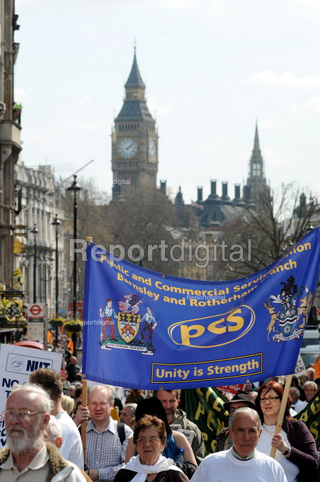PCS members on the national demonstration in support of the welfare state and continued state investment in public services and against any cuts in provision - Stefano Cagnoni - 2010-04-10