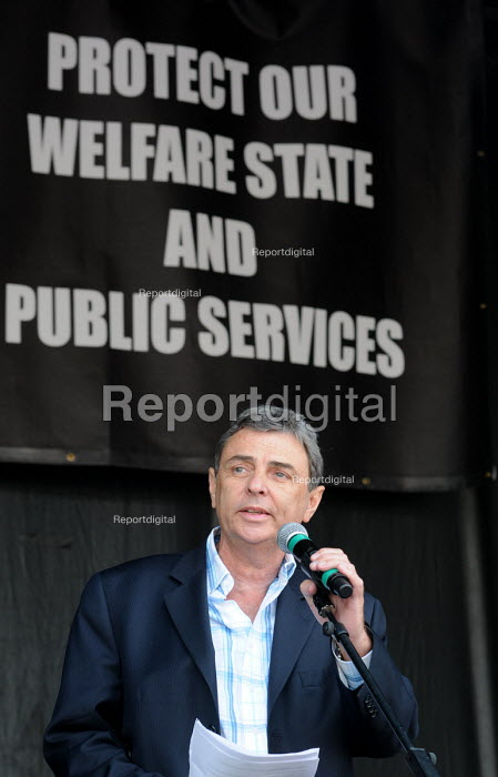 Dave Prentis UNISON speaking at the rally in Trafalgar Square in support of the welfare state and continued state investment in public services and against any cuts in provision - Stefano Cagnoni - 2010-04-10