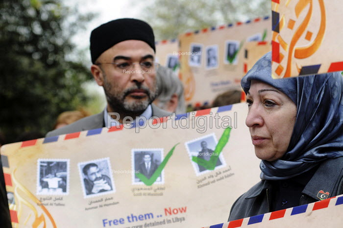 Protest opposite the Libyan Embassy in London calling for the release of Al Jazeera journalists imprisoned whilst reporting on the ongoing conflict in Libya - Stefano Cagnoni - 2011-04-17