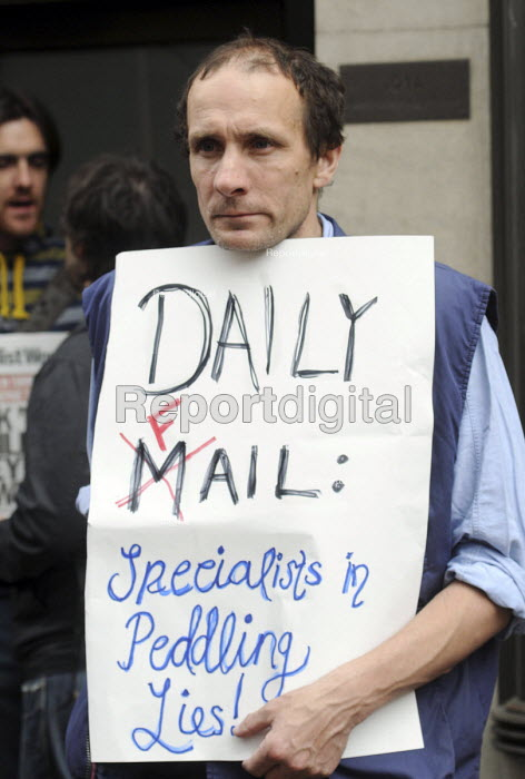 Day of action against welfare cuts: protest outside the Daily Mail offices by campaigners angered at the newspaper's negative and slanted media coverage of welfare benefit claimants. - Stefano Cagnoni - 2011-04-17