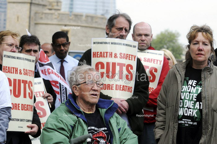 Campaigners mark International Workers' Memorial Day at a small rally in Tower Hill, commemorating all those who have been injured or lost their lives as a result of accidents at work and opposing cuts in Health and Safety requirements.   � - Stefano Cagnoni - 2011-04-28
