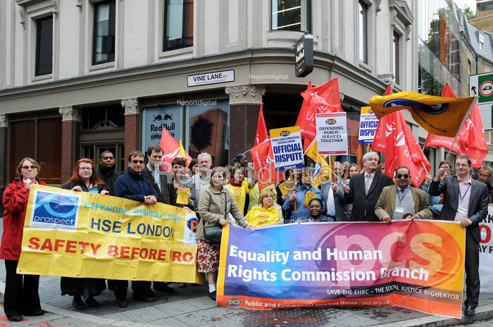 In solidarity PROSPECT members from HSE support the PCS & UNITE unions - on a one hour strike for the very first time as they protest against job cuts at the Equality & Human Rights Commission - Stefano Cagnoni - 2011-06-06