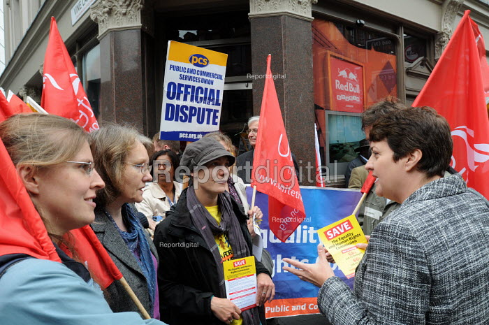 Val Shawcross, GLA member for Lambeth & Southwark speaks to pickets from the PCS & UNITE unions on a joint one hour strike for the very first time in protest against job cuts at the Equality & Human Rights Commission - Stefano Cagnoni - 2011-06-06