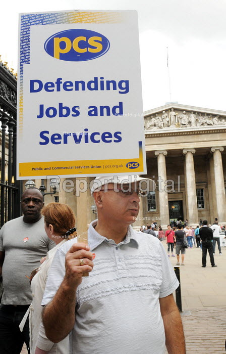 Staff at the British Museum on the picket line as part of a a national one day strike for fair pensions by PCS & other union members - Stefano Cagnoni - 2011-06-30